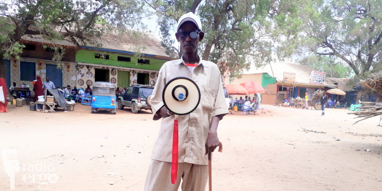A town crier informs Luq residents for 30 years, Somali news